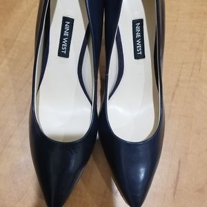 NWT Nine West Navy Leather Pumps-Size 6